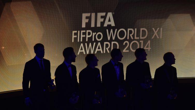 Les joueurs dans l'ombre lors de la remise du Ballon d'or Fifa en 2014 (FABRICE COFFRINI / AFP)