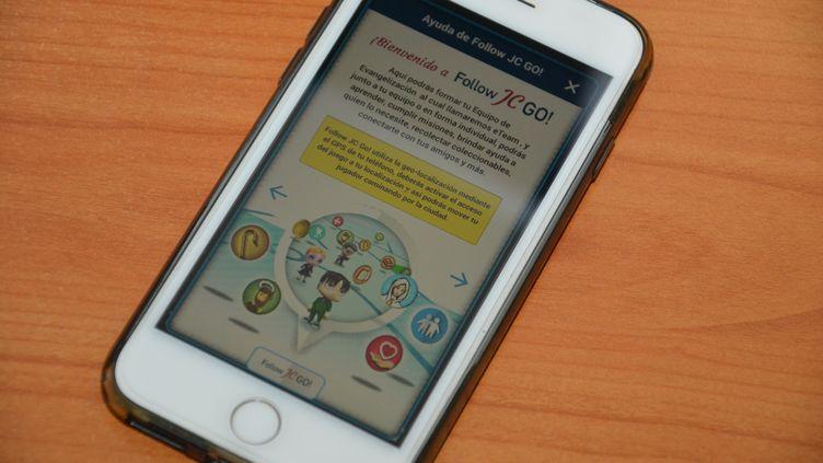 "L'application ""Follow JC Go"" sur un smartphone. (JEAN-CHRISTOPHE BOURDILLAT / RADIO FRANCE)"