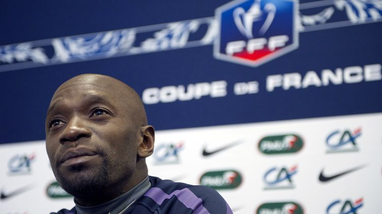 Le footballeur Claude Makelelelors d'une conférence de presse, le 13 mai 2011 au Stade de France, à Saint-Denis (Seine-Saint-Denis). (BERTRAND LANGLOIS / AFP)