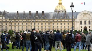 Des restaurateurs réunis à Paris pour protester contre le durcissement de mesures sanitaires, le 27 septembre 2020. (BERTRAND GUAY / AFP)