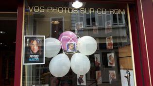 Un des commerces de La Tour-du-Pin (Isère) à l'heure des obsèques de Maëlys samedi 2 juin 2018. (CLEMENCE BONFILS / RADIO FRANCE)