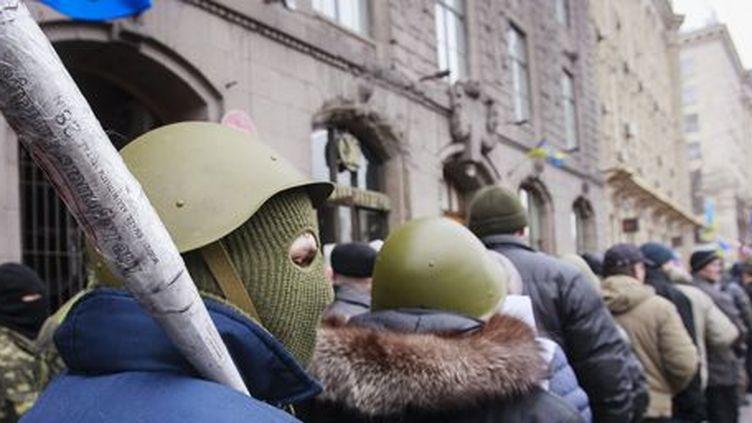 Manifestants anti-gouvernementaux à Kiev le 16 février 2014. (Reuters - Gleb Garanich)