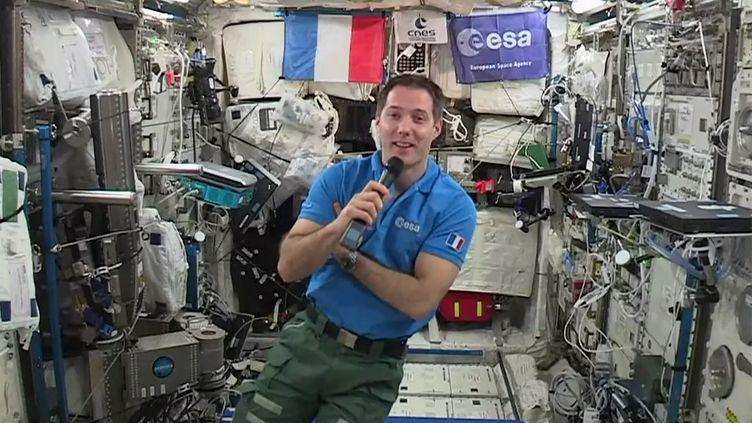 L'astronaute français Thomas Pesquet lors d'une interview à bord de la Station spatiale internationale, le 30 mai 2017. (EUROPEAN SPACE AGENCY / AFP)