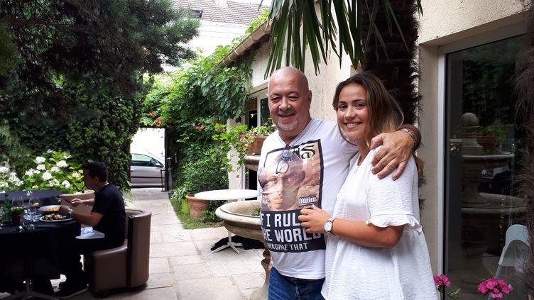 Jean-Claude Barrat, 60 ans, et sa fille Marie, 19 ans (CECILIA ARBONA / FRANCEINFO)