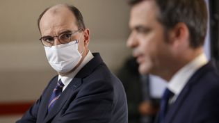 Le Premier ministre, Jean Castex, et le ministre de la Santé, Olivier Véran, le 7 janvier 2021 à Paris. (LUDOVIC MARIN / AFP)