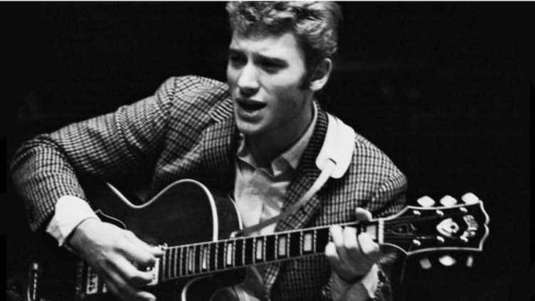 Johnny Hallyday lors d'une répétition à l'Olympia en janvier 1964 à Paris. (DALMAS / SIPA)