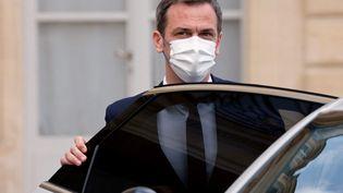 Olivier Véran quitte l'Elysée après un Conseil des ministres, le 28 avril 2021, à Paris. (LUDOVIC MARIN / AFP)