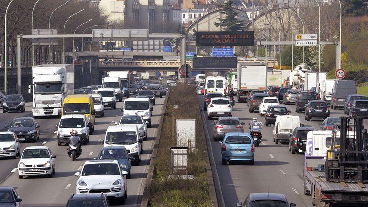 Le périphérique parisien, le 10 avril 2015. (MIGUEL MEDINA / AFP)