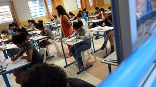 Des élèves en classe dans un lycée. (Illustration). (RICHARD BOUHET / AFP)