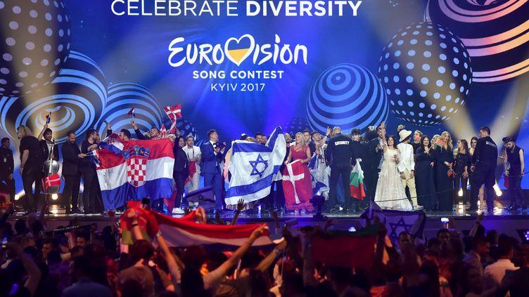 Lejeudi 11 mai, à Kiev (Ukraine), sur la scène où se tiendra le 62e concours de l'Eurovision. (SERGEI SUPINSKY / AFP)