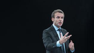 Emmanuel Macron, lors de son meeting au Palais des congrès de Paris, le 4 octobre 2016. (SOPHIE DUPRESSOIR / HANS LUCAS / AFP)