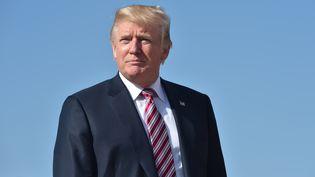 Donald Trump sur la base aérienne d'Andews, dans le Maryland (Etats-Unis), le 29 septembre 2017. (NICHOLAS KAMM / AFP)