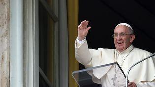 Le pape François, au Vatican, le 16 août 2015. (ALBERTO PIZZOLI / AFP)