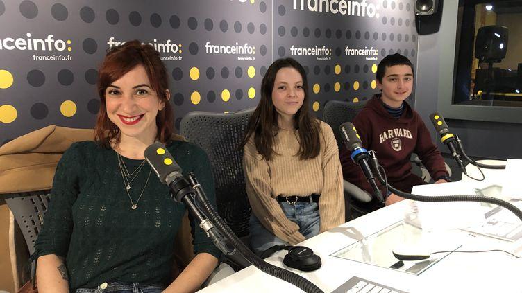 Pénélope Bagieu a répondu à des questions de collégiens depuis un studio de franceinfo, vendredi 28 février. (FRANCEINFO JUNIOR / RADIO FRANCE)