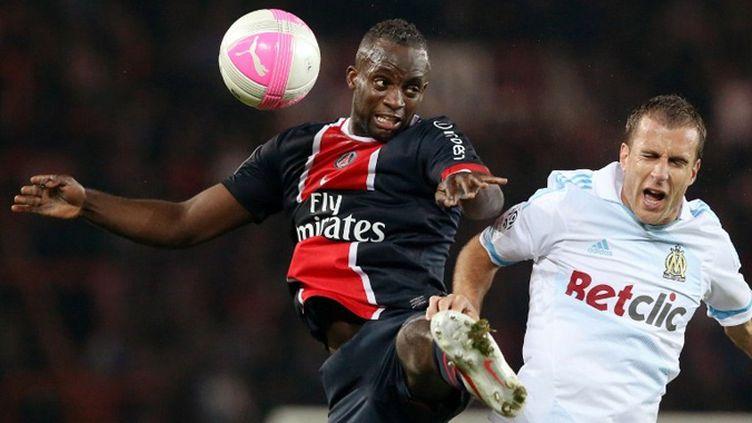 Mohamed Sissoko (PSG) à la lutte avec Benoît Cheyrou (OM)