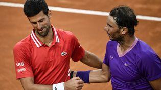 Novak Djokovic et Rafael Nadal lors de la finale du Masters 1000 de Rome, le 16 mai 2021. (FILIPPO MONTEFORTE / AFP)