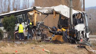 Le carcassedu car au lendemain de sa collision avec un train à Millas(Pyrénées-Orientales), le 15 décembre 2017/ (RAYMOND ROIG / AFP)