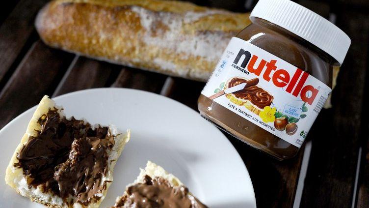 """La commission des Affaires sociales du Sénat a adopté, mercredi 7 novembre, un """"amendement Nutella"""" au projet de budget de la Sécu, visant à augmenter de 300% la taxe sur l'huile de palme. (JOHANNA LEGUERRE / AFP)"""