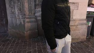 Julien à Lagny-sur-Marne (Seine-et-Marne), le 18 janvier 2017, où il est assigné à résidence. (ROBIN PRUDENT / FRANCEINFO)