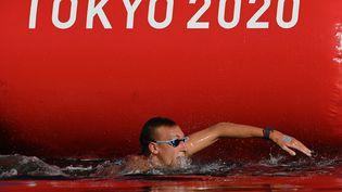 Marc-Antoine Olivier à l'arrivée du 10 km de nage en eau libre, jeudi 5 août. (OLI SCARFF / AFP)
