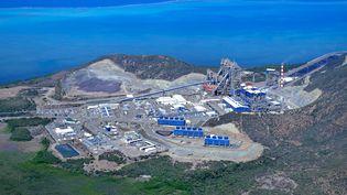 Une vue aérienne de l'usine et du site minier duKoniambo,le 21 septembre 2015, dans la province du Nord, en Nouvelle-Calédonie. (THEO ROUBY / AFP)