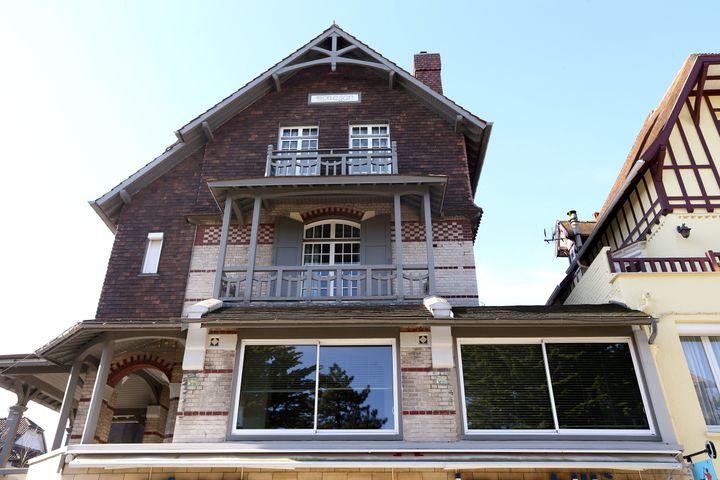 """La villa Monéjan, propriété de Brigitte et Emmanuel Macron, est située dans le """"triangle d'or"""", le quartier le plus cossu du Touquet. (FRANCK CRUSIAUX / REA)"""