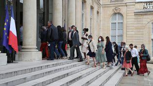 Les membres de la Convention citoyenne sur le climat sont reçus à l'Élysée, à Paris, le 29 juin 2020. (LUDOVIC MARIN / AFP)
