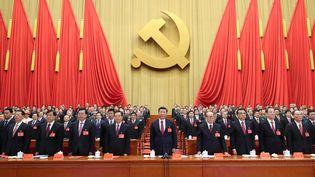 Xi Jingping (au centre) lors du 19e Congrès du Parti communiste chinois, à Pékin (Chine), le 24 octobre 2017. (JU PENG / XINHUA / AFP)