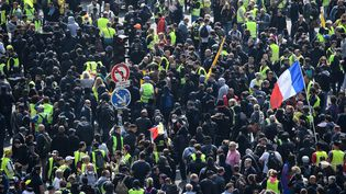Des manifestants défilent à Paris, le 1er mai 2019. (MARTIN BUREAU / AFP)