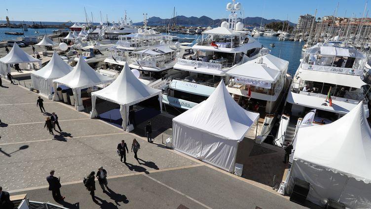 Des visiteurs au Mipim à Cannes, en mars 2019. Photo d'illustration. (VALERY HACHE / AFP)