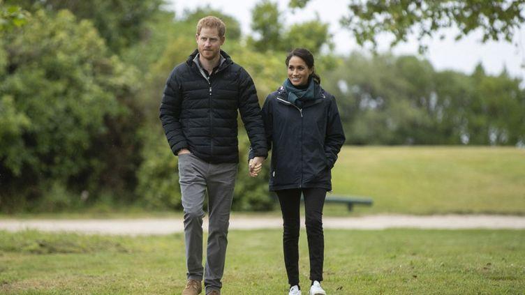 Meghan Markle et son mari, le prince Harry, lors d'une visite du parc national Abel Tasman, en Nouvelle-Zélande,le 29 octobre2018. (ROBERT KITCHIN / AFP)