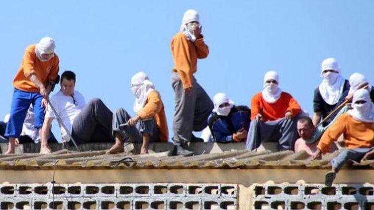Des détenus de la prison de Cascavel, au Brésil, ont pris deux gardes en otages. (AFP PHOTO / MARCELINO DUARTE)