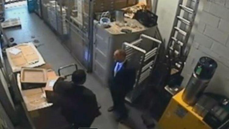 Image de 2 hommes saisie par une caméra de surveillance de l'hôtel Sofitel de New York (BFM TV)
