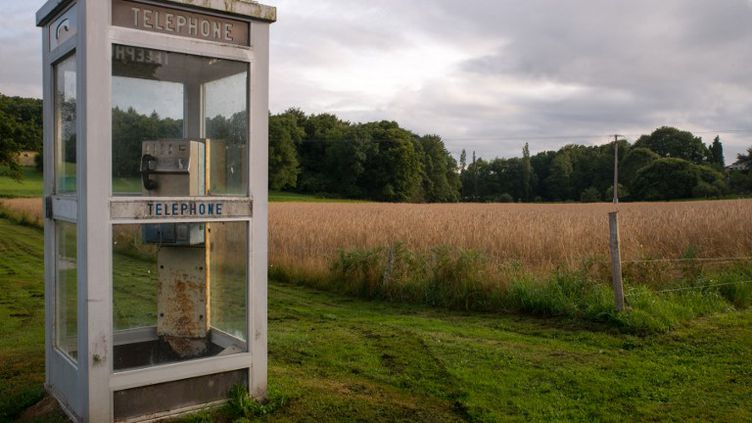 Une cabine téléphonique à Saint-Priest (Limousin), le 7 août 2014. (DENIS PREZAT / CITIZENSIDE.COM / AFP)