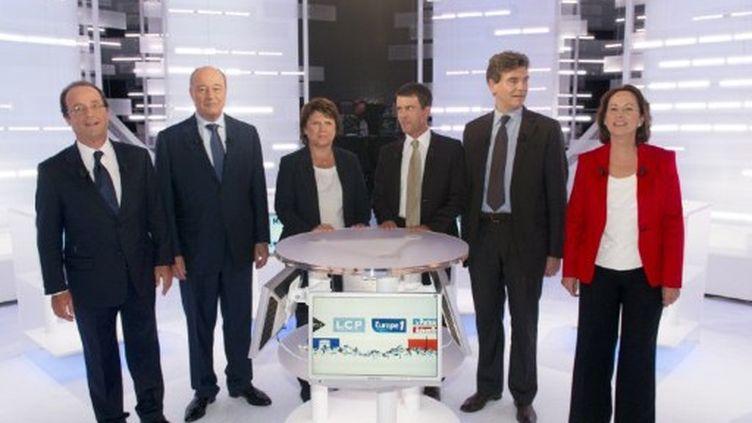 Les six candidats à la primaire de gauche, le 28 septembre 2011. (AFP PHOTO / POOL / FRED DUFOUR)