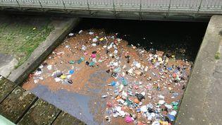Le canal Saint-Martin, à Paris, le 11 avril 2015. (CITIZENSIDE / BRUNO AUTIN / AFP)