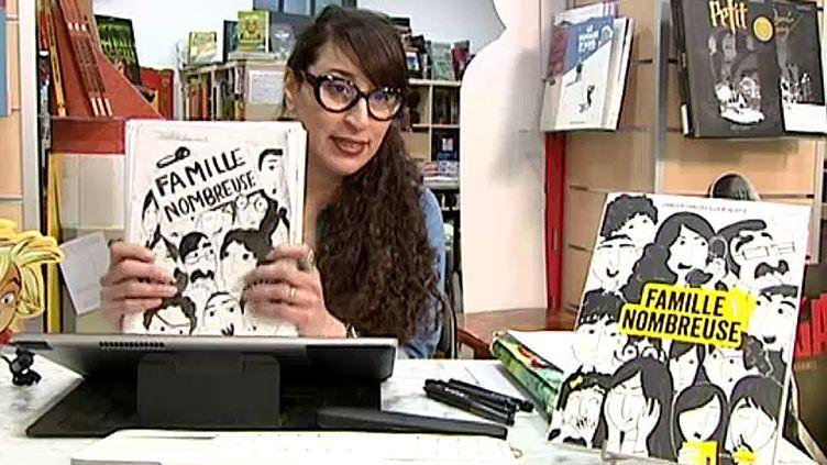 Pour son premier roman graphique, Chadia Chaibi Louestali a choisi de raconter l'histoire de sa (très) nombreuse famille !  (France 3 Culturebox)