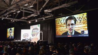 L'ancien informaticien de la NSA Edward Snowden intervenant depuis la Russie,lors d'une vidéo conférence, à Austin (Texas, Etats-Unis), le 10 mars 2014. (MICHAEL BUCKNER / GETTY IMAGES)