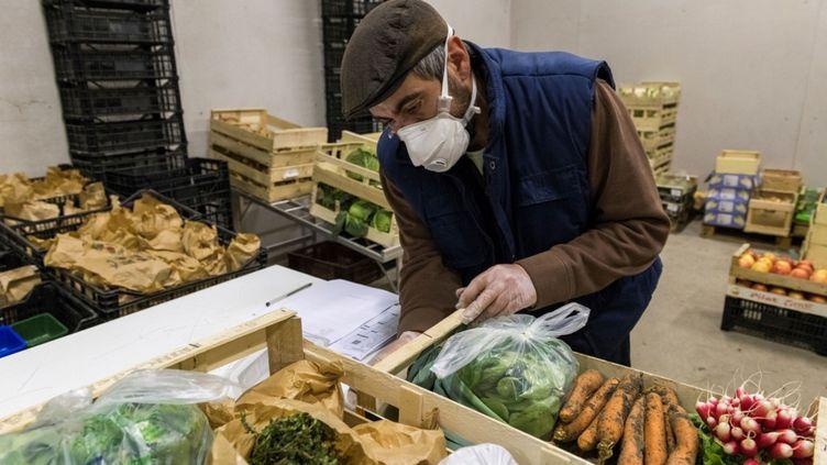 Durant le confinement, il faut continuer à consommer des fruits et légumes rappelle la nutritionnisteLaurence Plumey. (THIERRY ZOCCOLAN / AFP)