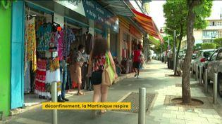 Une rue commerçante enMartinique (FRANCEINFO)
