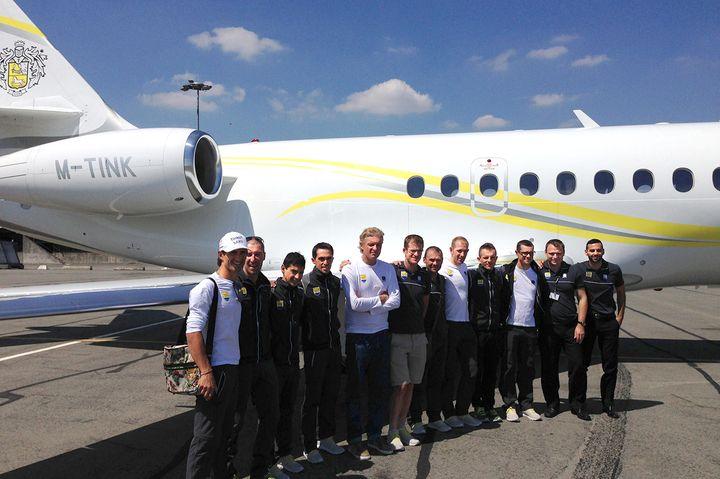 Oleg Tinkov et son équipe pendant le 101e tour de France de cyclisme. (TIM DE WAELE / CORBIS HISTORICAL)