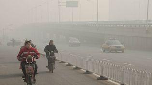La majorité des habitants de Shijiazhuang ne portent pas de masque malgré la pollution. (THOMAS BAIETTO / FRANCETV INFO)