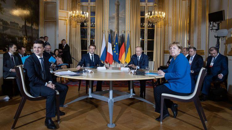 Volodymyr Zelensky, Emmanuel Macron, Vladimir Poutinet Angela Merkel sont réunis àl'Elysée (Paris), le 9 décembre 2019. (HO / UKRAINIAN PRESIDENTIAL PRESS SER / AFP)