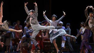 """Les danseurs de la comédie musicale """"42nd Street"""", au soir de la Première, au théâtre du Châtelet à Paris. (FRANCOIS GUILLOT / AFP)"""