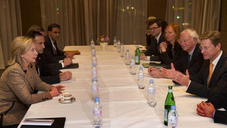 Hilary Clinton (à gauche) participait à la réunion du Quartette à Munich (5/02/2011) (AFP/ODD ANDERSEN)