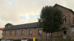 Dans le secteur de Sainte-Pazanne, en Loire-Atlantique, des parents d'enfants malades de cancer sont choqués. L'enquête, menée depuis huit mois, affirme ne pas avoir identifié de cause commune. (FRANCE 2)