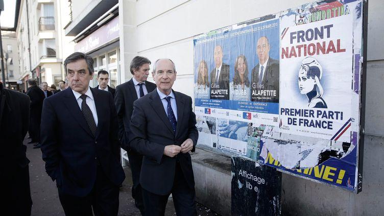 François Fillon en déplacement à Combs-la-Ville (Seine-et-Marne) pour la campagne des élections départementales, le 5 mars 2015. (  MAXPPP)