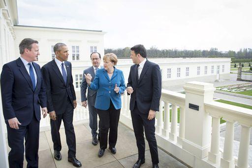 De gauche à droite: le Premier ministre britannique, David Cameron; le président des Etats-Unis, Barack Obama; le président français, François Hollande; la chancelière allemande, Angela Merkel; le président du Conseil italien, Matteo Renzi (photo prise à Hanovre, en Allemagne, le 25 avril 2016) (AFP - Bundesregierung - Guido Bergmann - Handout)