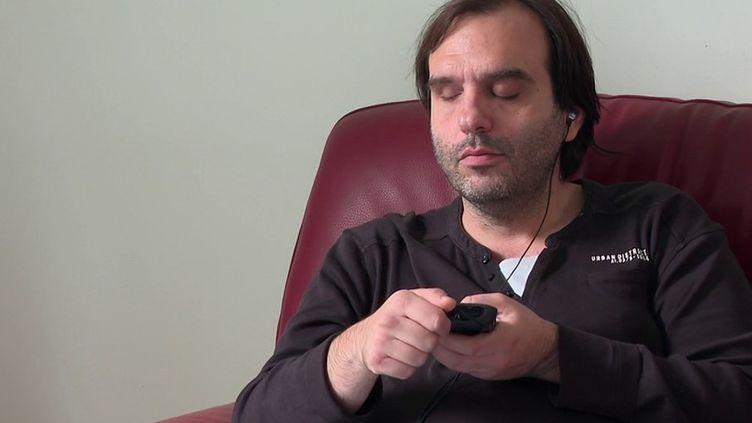 Handicap : le livre audio pour rendre la lecture accessible aux malvoyants (FRANCE 3)