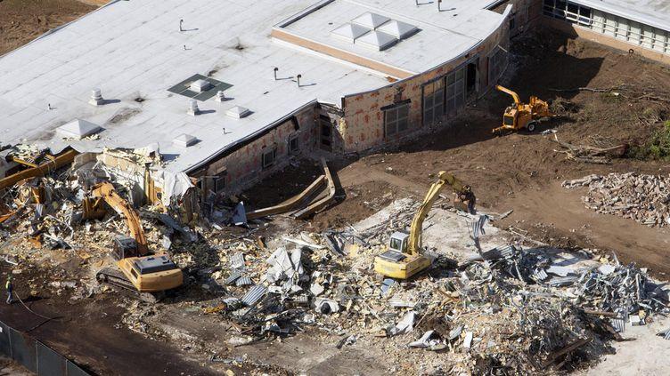 L'école de Sandy Hook, à Newtown (Etats-Unis), le 25 octobre 2013. (MICHELLE MCLOUGHLIN / REUTERS)
